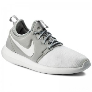 Nike Schuhe Roshe Two (GS) 844653 100 White/White/Metallic Silver